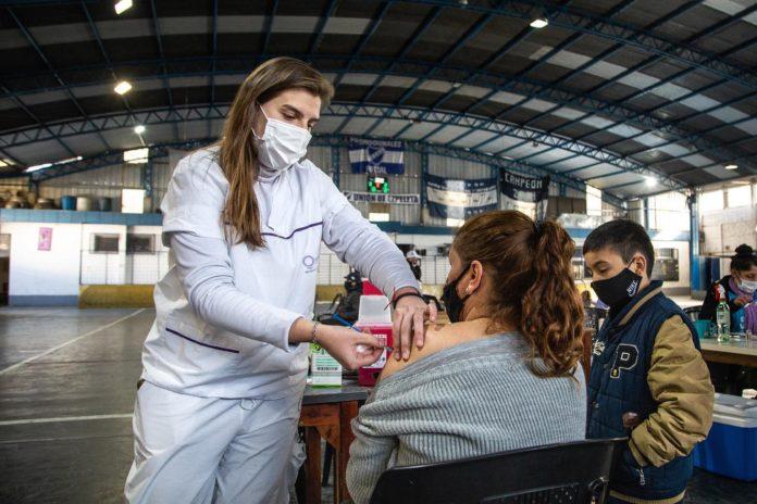 Según estudio bonaerense, la potencia neutralizante de los anticuerpos crece a 6 meses de la vacuna
