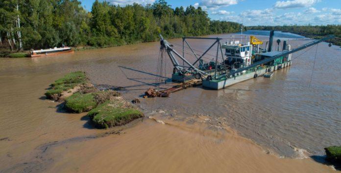 Se comenzó a trabajar en el saneamiento de la cuenca del río Luján. (Ministerio de Infraestructura)
