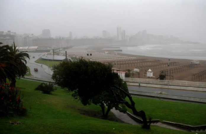 El SMN pronosticó fuertes vientos para la zona de Mar del Plata. (La Capital)