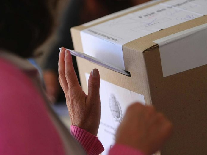 La Justicia electoral bonaerense ratificó el rango etario para las autoridades de mesa: 22 a 58 años.