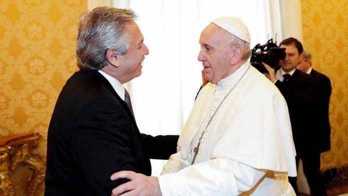 """En una carta Fernández, el Papa pidió """"abundancia de bendiciones"""" para Argentina"""