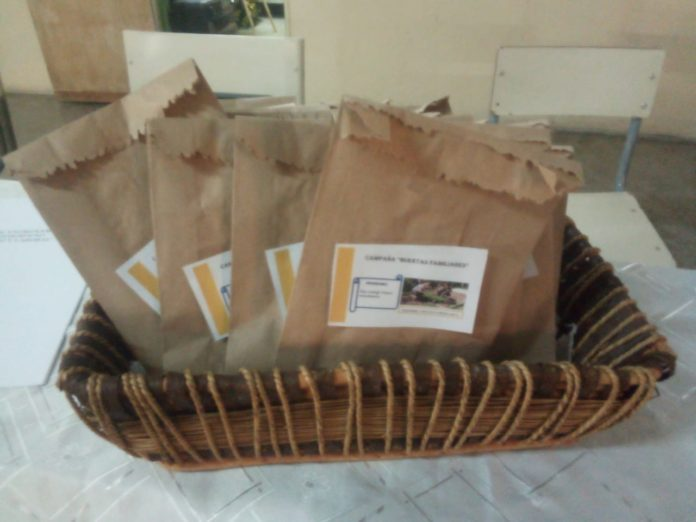 Los kits de semillas que recibieron 50 internos de las Unidades 12 y 18 de Gorina. (Prensa SPB)