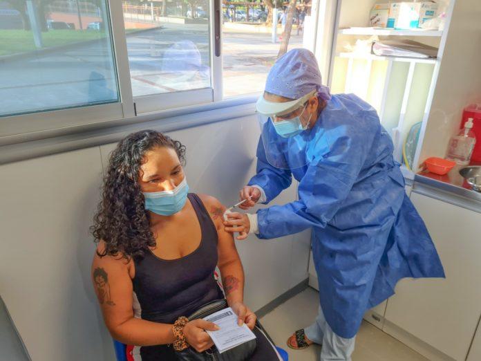 Kicillof anunció la vacunación libre con segunda dosis para mayores de 30 años en la provincia