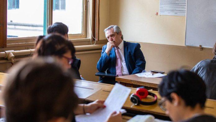 El presidente Alberto Fernández defendió a la docente que fue suspendida por discutir con un alumno sobre los gobiernos kirchneristas y de Mauricio Macri