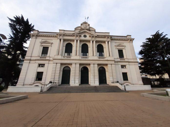 Kicillof congela vacantes en la Corte pero avanza con el reemplazo en el BAPRO