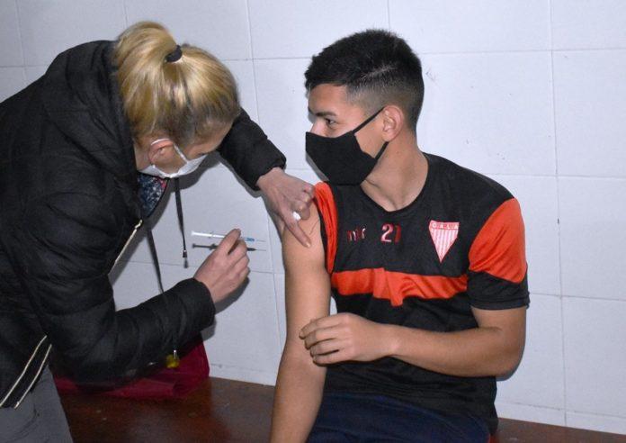 Provincia y AFA vacunarán a planteles de Primera División, Ascenso, Inferiores y Fútsal
