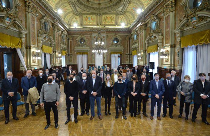 El gobernador Axel Kicillof encabezó esta mañana una reunión con rectores y representantes de las universidades públicas