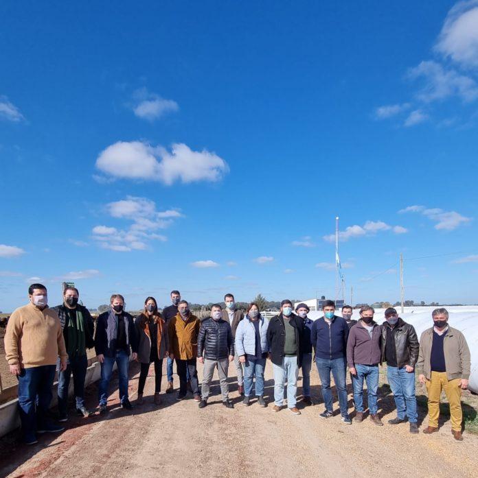 Candidatos de La Territorial llevan mensaje de Santilli a distritos afines a Manes