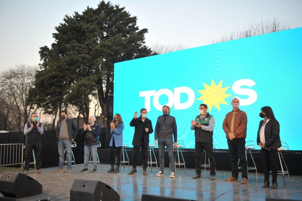 Máximo y referentes del FdT en Escobar. (Prensa MK)