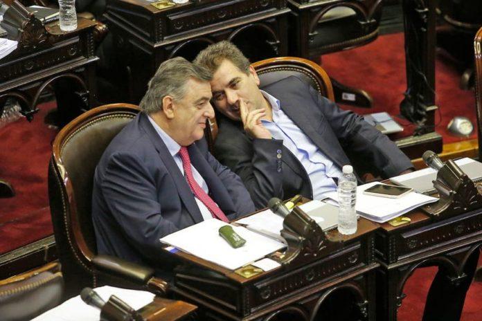 Diputados opositores presentaron un pedido de juicio político contra Fernández