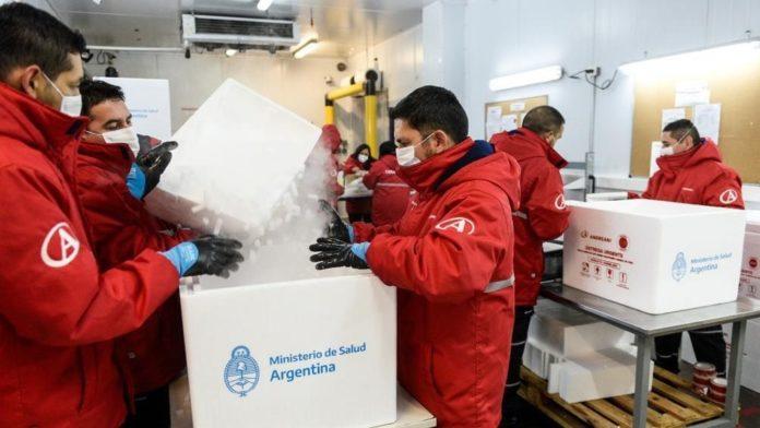 Argentina alcanza las 48 millones de dosis recibidas: cómo sigue el cronograma de llegada de vacunas