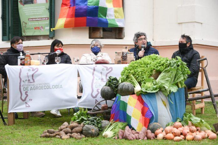 Rodríguez participó del lanzamiento de la Escuela Nacional de Agroecología del MTE
