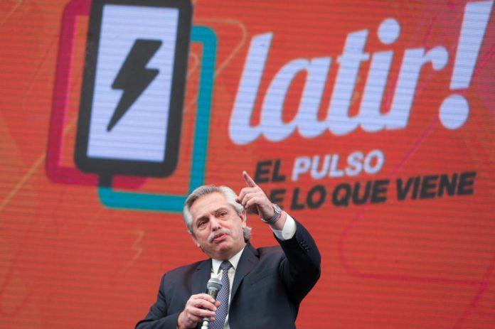 """Fernández encabezó un acto con jóvenes: """"Los necesito movilizados"""""""