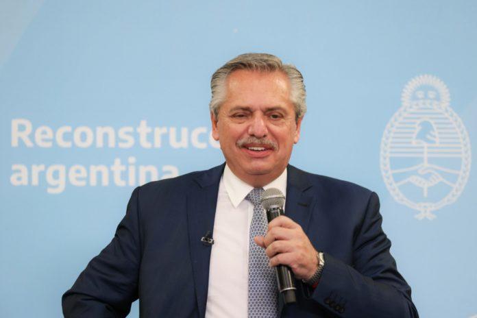 """Fernández dijo que trabajará """"hasta el último día"""" por la unidad nacional"""