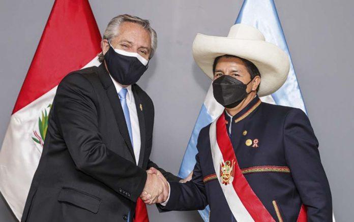 Alberto Fernández y Pedro Castillo en Perú.