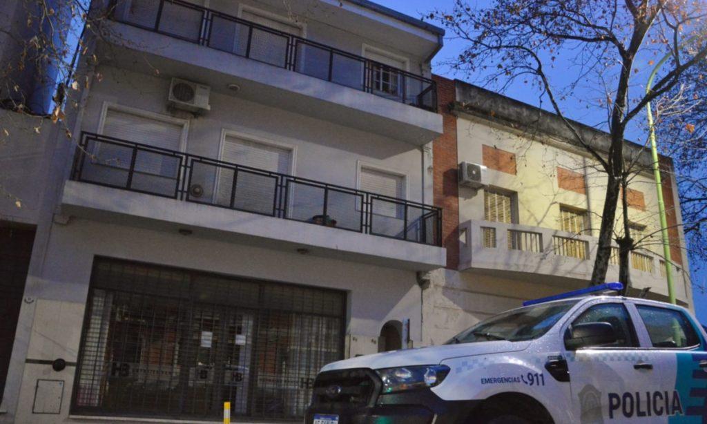 El edificio donde vive Pamela Antúnez, exnovia de García Gurrea, y donde fue detenido el amante de la mujer. (La Brújula 24)