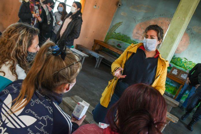La entrega de las copas menstruales en la Unidad Penitenciaria 51 de Magdalena. (Prensa SPB)