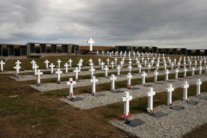 Comenzó la segunda etapa del proyecto para identificar soldados argentinos sepultados en el cementerio de Darwin.