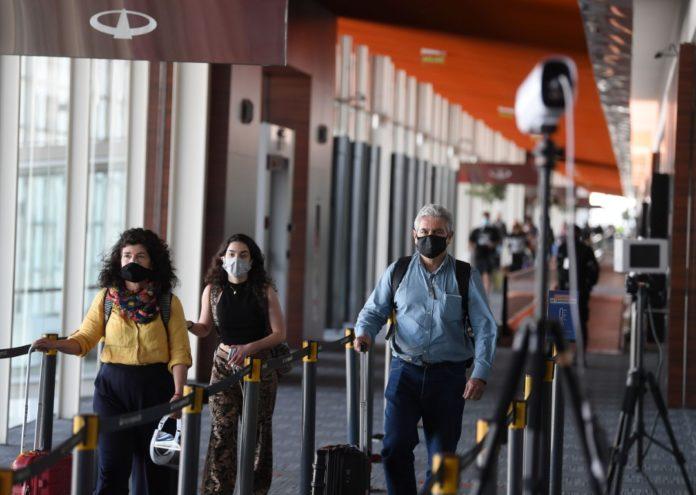 La Dirección Nacional de Migraciones vuelve a permitir el ingreso de extranjeros parientes directos de argentinos.