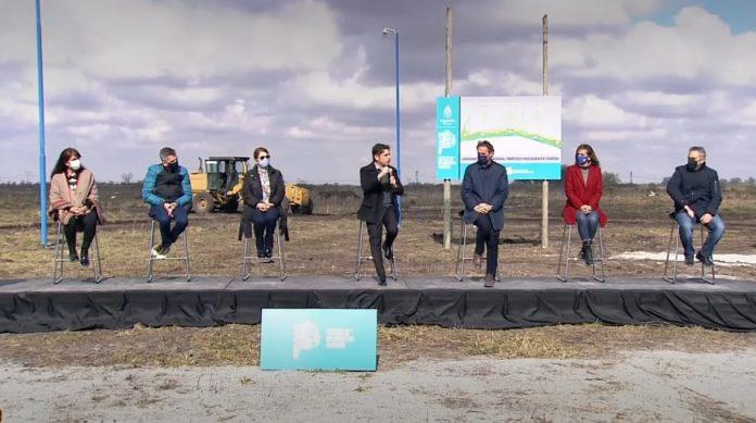 El gobernador Axel Kicillof presenta el plan de urbanización en Guernica. (Captura de video)