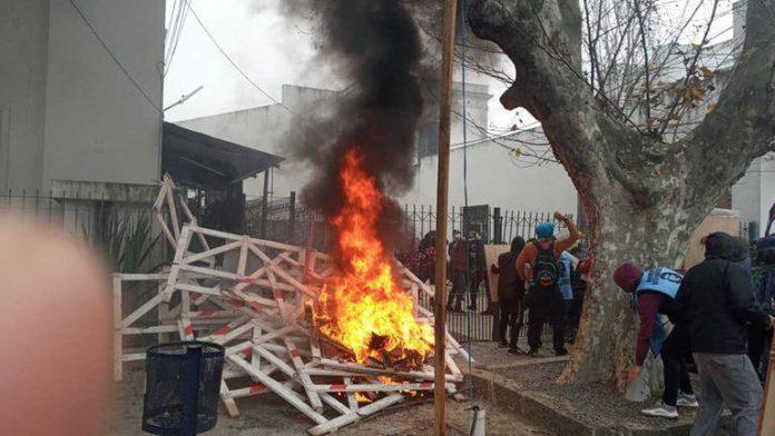 Los incidentes de ayer al mediodía en la Municipalidad de Lomas de Zamora.