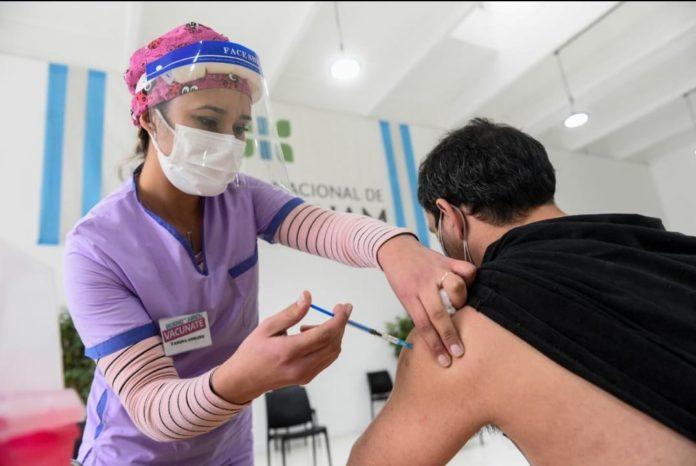 El Gobierno proyecta que toda la población podrá estar vacunada antes de fin de año