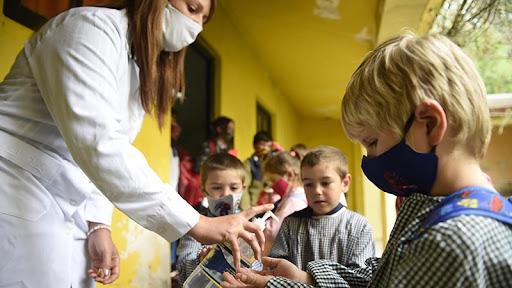Un estudio argentino revela por qué algunos niños enferman grave de coronavirus