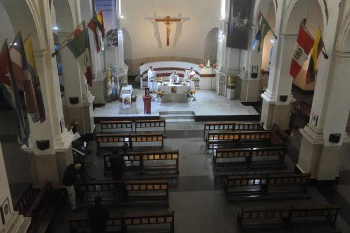 La celebración de San Cayetano del año pasado, en un santuario vacío de fieles.