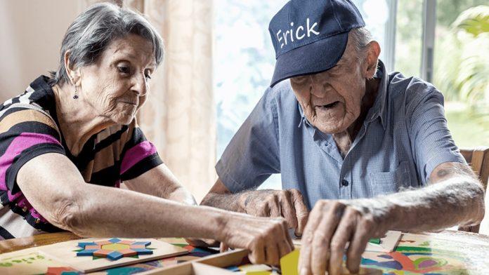 El PAMI presentó la Guía para el abordaje de personas con esa enfermedad y otras demencias.