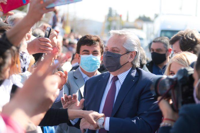 El presidente Alberto Fernández salió este lunes al cruce de su antecesor, Mauricio Macri