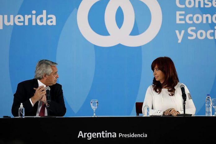 """Fernández se mostró con CFK, tras la crisis y pidió """"decir no a la división"""""""