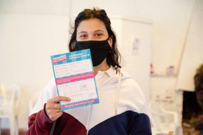La Provincia comenzó a completar esquemas de vacunación en adolescentes con comorbilidades