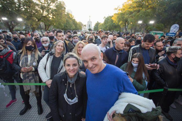 Los precandidatos a diputados nacionales por Buenos Aires del frente Avanza Libertad José Luis Espert y Carolina Píparo