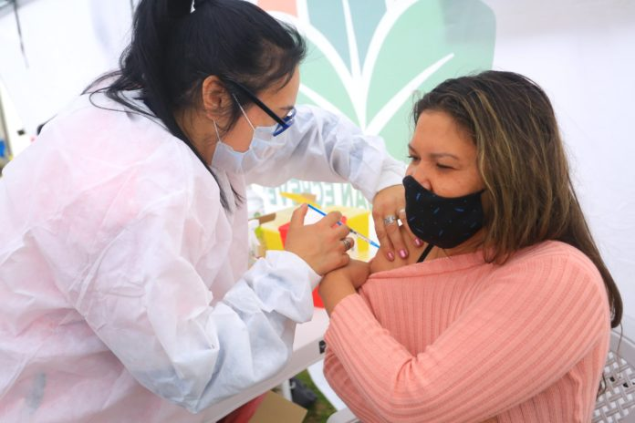 Provincia envió 265.000 nuevos turnos y comienza segunda dosis libre para docentes y personas con comorbilidades