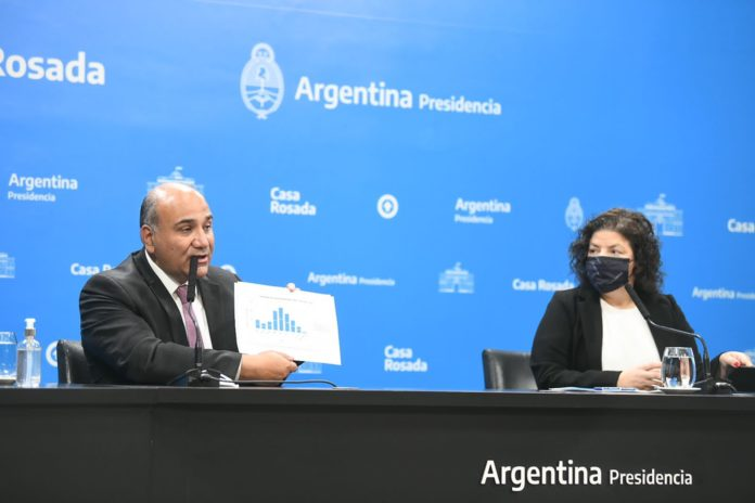 """El jefe de Gabinete, Juan Manzur, y la ministra de Salud, Carla Vizzotti anunciaron una serie de flexibilizaciones hacia """"la última etapa de la pandemia""""."""