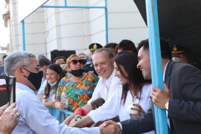 El ministro de Seguridad bonaerense, Sergio Berni, en el palco junto al intendente Iván Villagrán. (Municipalidad de Carmen de Areco)