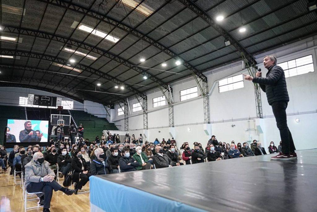 Con actos simultáneos y discursos optimistas, el FdT cerró su campaña en la provincia