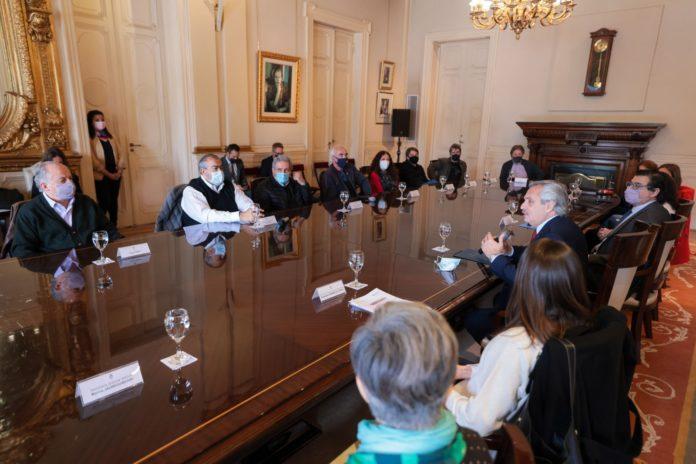 A días del cambio de autoridades, el Presidente recibió a la CGT en Casa Rosada
