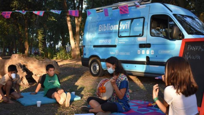 Extienden un programa que recorre la provincia con bibliotecas móviles hasta 2022