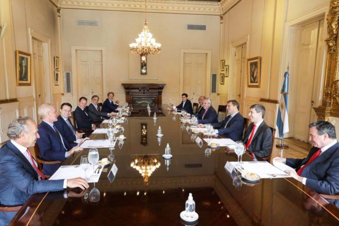 Fernández, se reunió con empresarios y dio claves de un acuerdo con el FMI