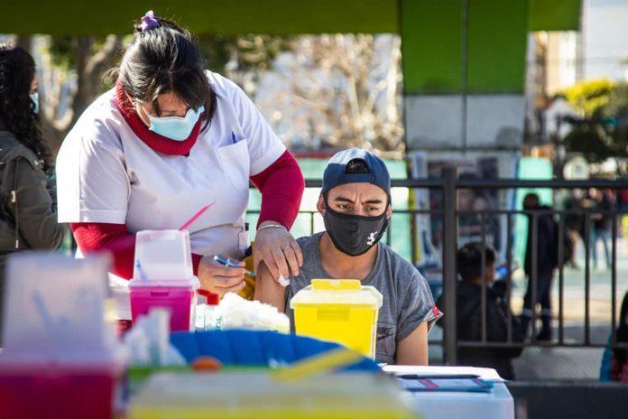 Kicillof anunció la vacunación libre con segunda dosis para mayores de 30 años en la provincia.