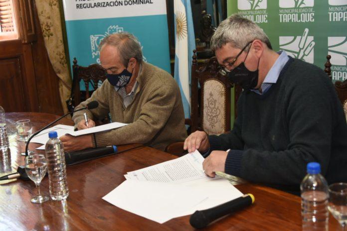 Rodríguez firmó un convenio en Tapalqué para la ampliación del frigorífico municipal