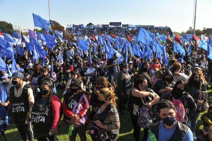 Se calcula que en el acto en Nueva Chicago hubo hasta 40.000 asistentes. (Télam)