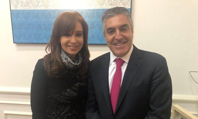 La vicepresidenta Cristina Fernández de Kirchner junto a su abogado, Gregorio Dalbón.