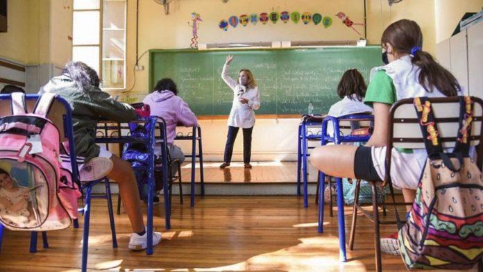 """""""No podemos naturalizar que haya chicos afuera de la escuela, hay que buscarlos casa por casa"""
