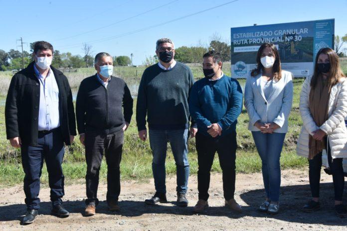 Javier Rodríguez junto al intendente de Las Flores, Alberto Gelené, en la inauguración de las obras. (Prensa MDA)