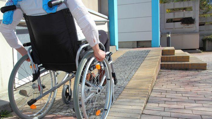 El pase libre para personas con discapacidad se puede visualizar en el teléfono celular.